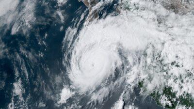 Huracán Grace podría tocar tierra como categoría 2