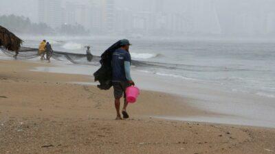 Huracán Nora pega en Mazatlán, Sinaloa; ve estados que esperan lluvias