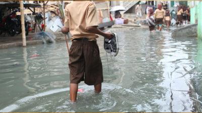 Turquía inundaciones: rescatan a mujer de morir ahogada