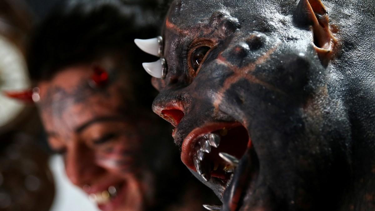 Michel Faro, tatuador brasileño, modifica su cuerpo para parecer diablo