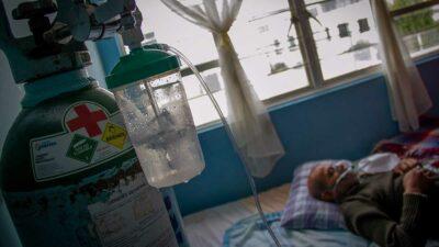 Nuevo León duplica cifra de muertos por COVID en ya vacunados