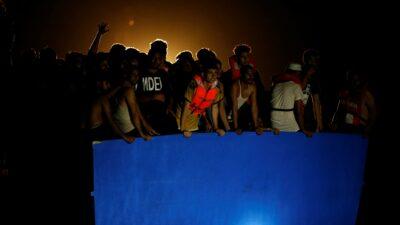 Rescatan a más de 400 migrantes en el mar Mediterráneo