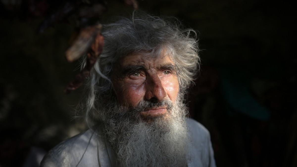 Panta Petrovic, el ermitaño que invita a vacunarse contra COVID-19 en Serbia