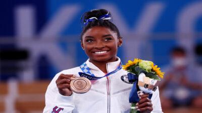 Simone Biles regresa y se lleva el bronce en barra de equilibrio en Tokio 2020