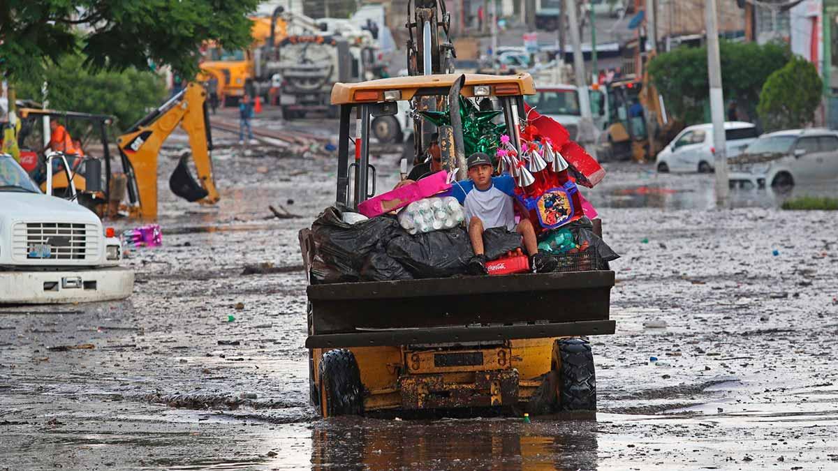 Sinaloa: lluvias desatan caos y suspensión de servicios