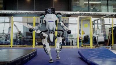 robots parkour