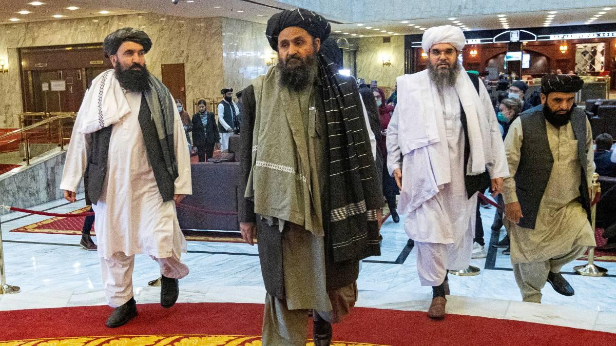 Director de la CIA se reúne en secreto con cofundador del talibán en Kabul