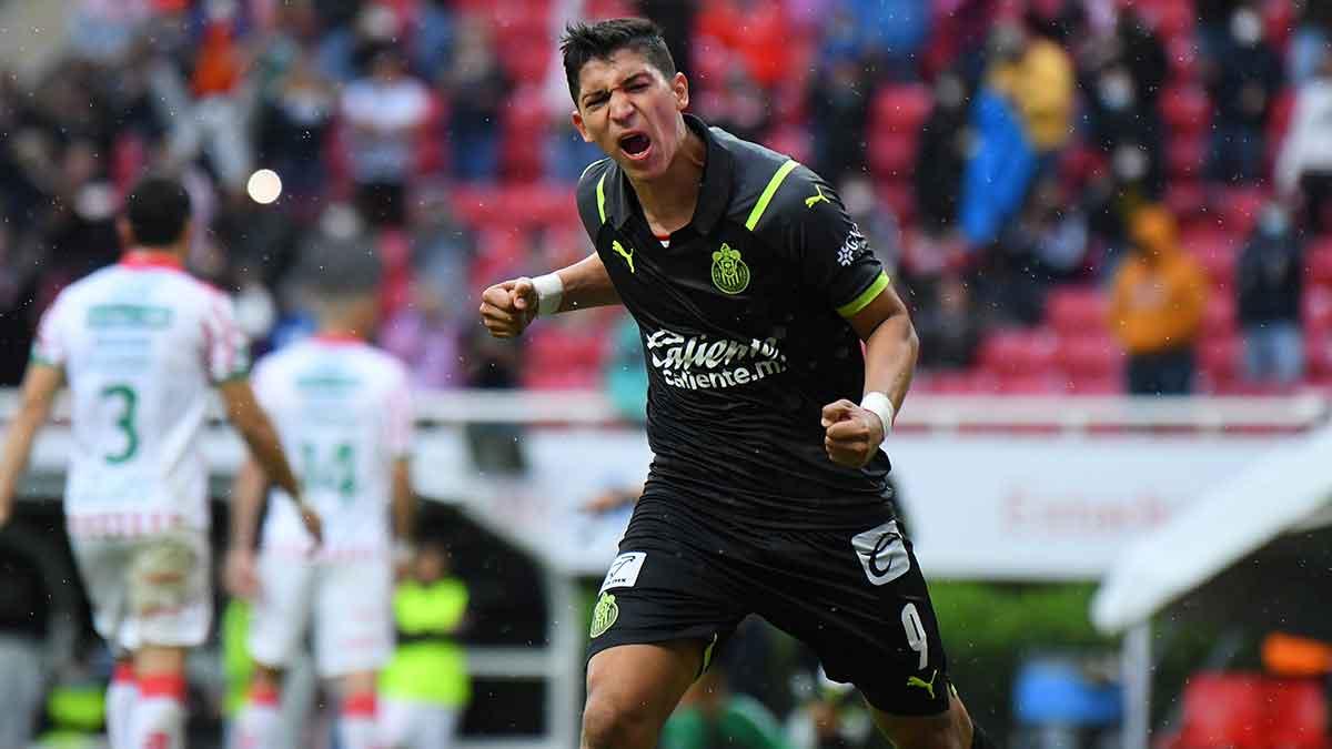 Chivas derrota 2-1 al Necaxa