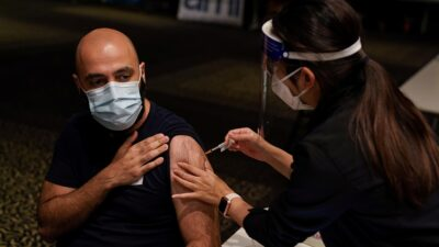 Las vacunas del COVID-19 no contienen óxido de grafeno