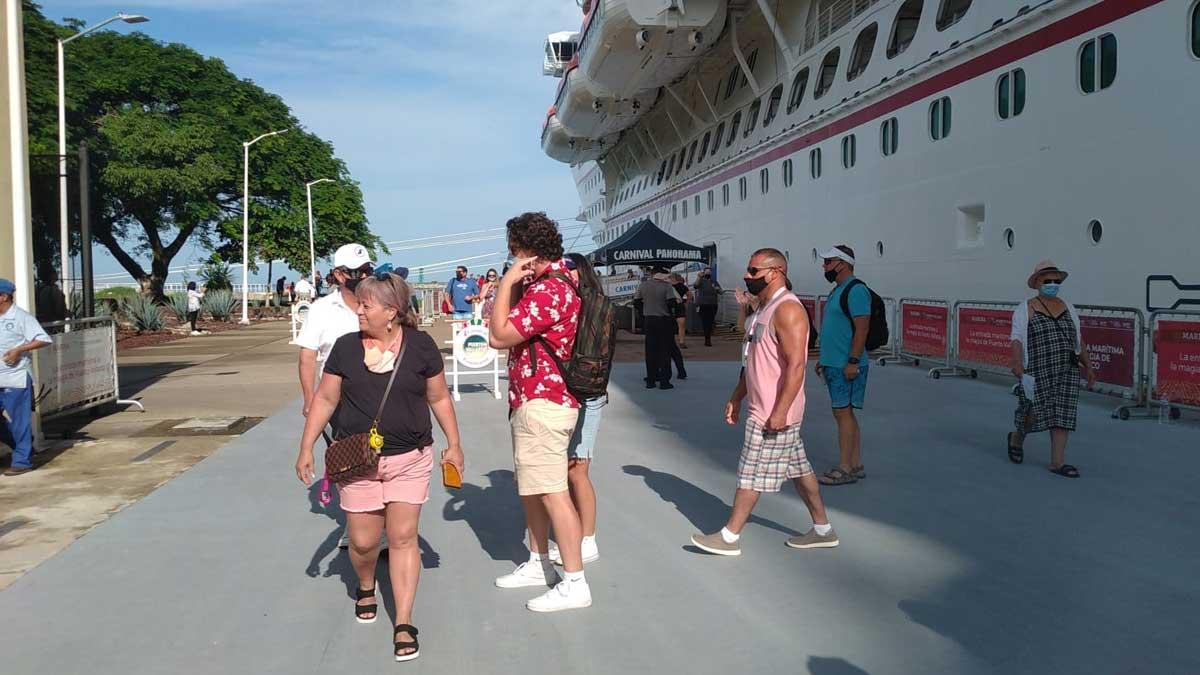 En Puerto Vallarta llega primer crucero tras año y medio