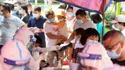 Autoridades de la ciudad china de Wuhan dieron a conocer que harán pruebas a toda su población luego de que se detectaran nuevos casos de COVID-19.