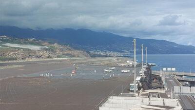 Aeropuerto español de La Palma, inoperativo por cenizas de volcán