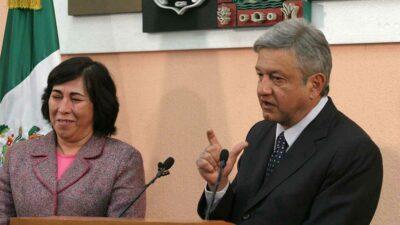 AMLO recordó que ya trabajó con Estela Ríos en 2002. Foto: Cuartoscuro