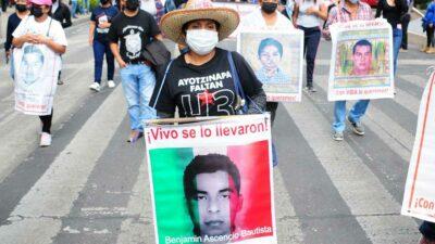 CDMX: marcha a siete años de la desaparición de los 43 normalistas