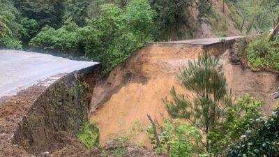 Carretera Ciudad Guzmán-El Grullo, colapsa por lluvias en Jalisco