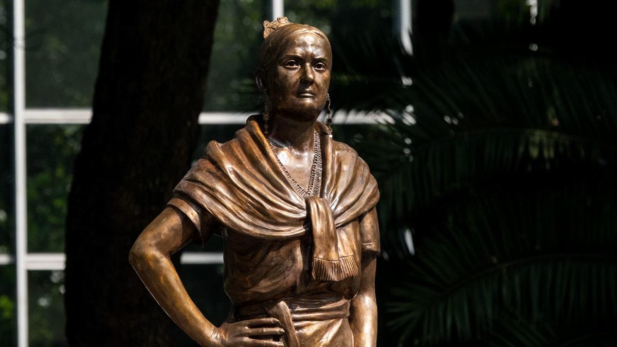 CDMX: develan esculturas de mujeres en Paseo de la Reforma