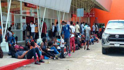 Chiapas: Migrantes compran boletos para irse a Tabasco y CDMX