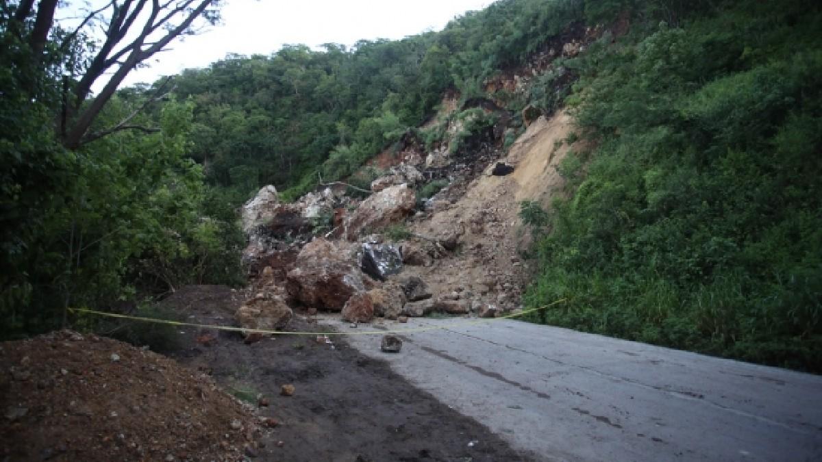 Colima: Carretera Villa de Álvarez-Minatitlán, cerrada indefinidamente