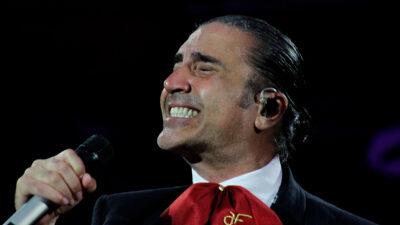 Alejandro Fernández llora en pleno concierto por canción de su hijo Alex