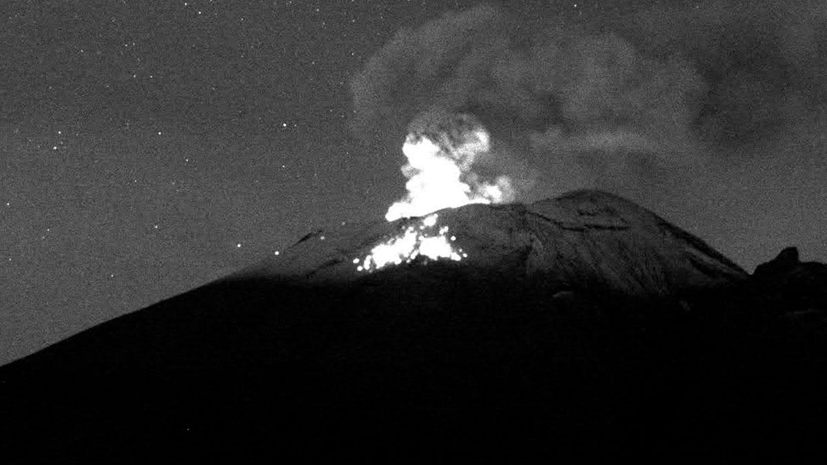 Volcán Popocatépetl: Explosión y breve erupción se hace tendencia en redes