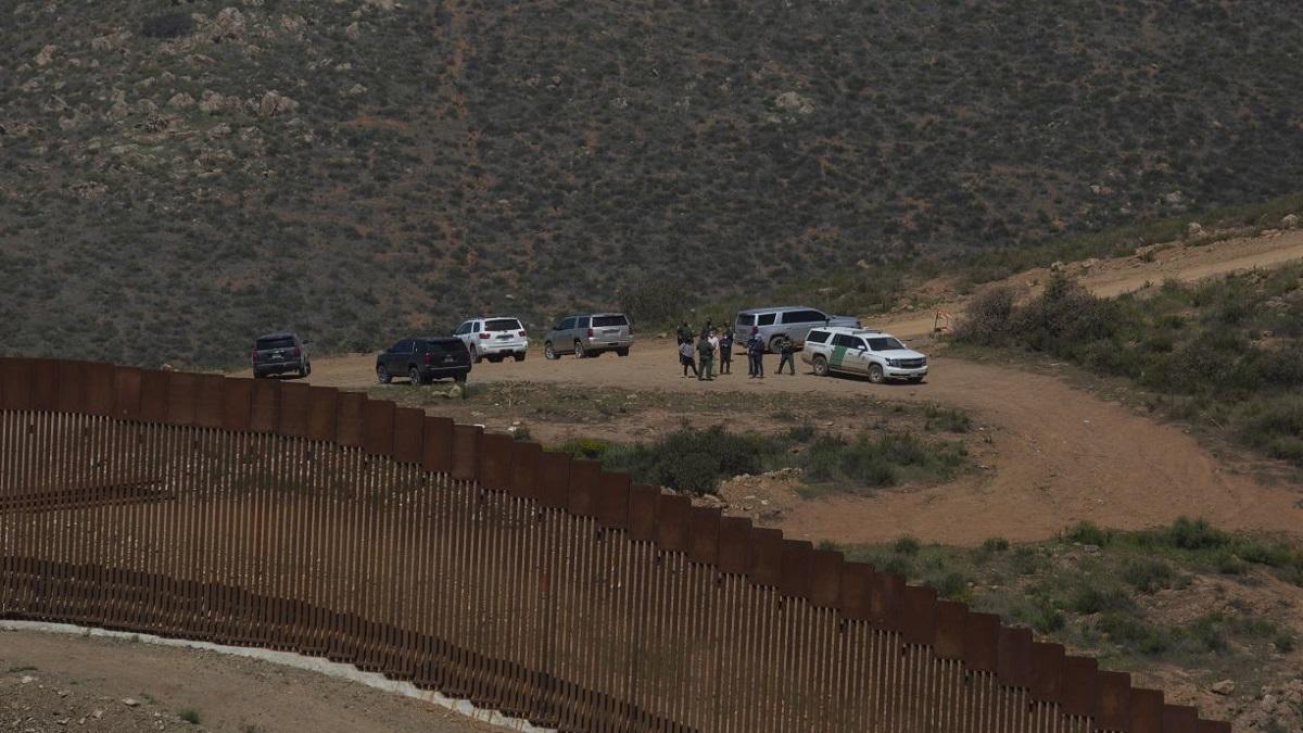FGR: Alejandro Gertz acuerda con fiscal de EU investigar delitos en frontera