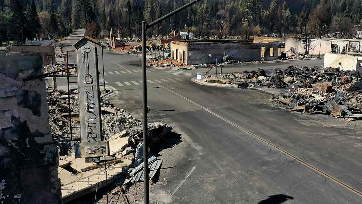 Incendio en California: Así consumió fuego pueblo de Greenville