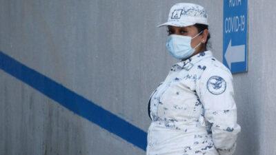 Mujer agrede a elemento femenil de la Guardia Nacional; video se hace viral