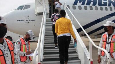 México inicia vuelos de repatriación voluntaria de migrantes haitianos