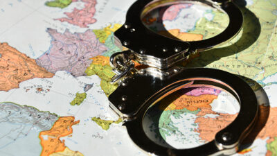 ¿Qué es una ficha roja de Interpol y para qué sirve?