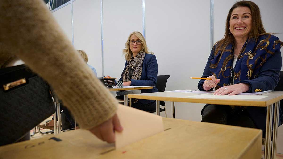 Mujeres serán mayoría en Parlamento de Islandia; tras elecciones