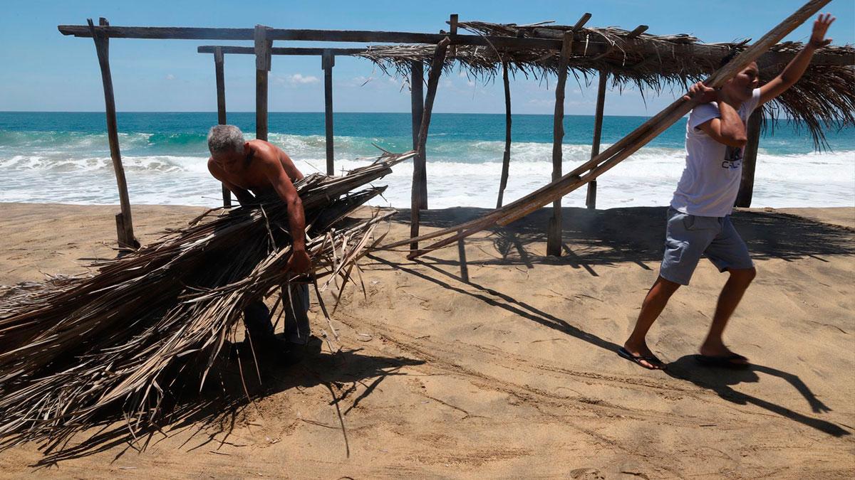 Guerrero alerta por mar de fondo que genera olas de 3 metros