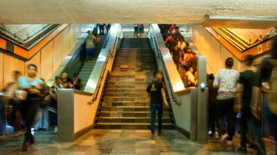 Orinar en escaleras eléctricas del Metro ocasiona daños: Guillermo Calderón
