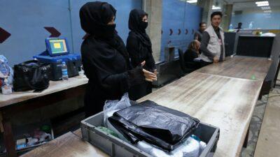 Afganistán: Mujeres vuelven al trabajo en el Aeropuerto de Kabul