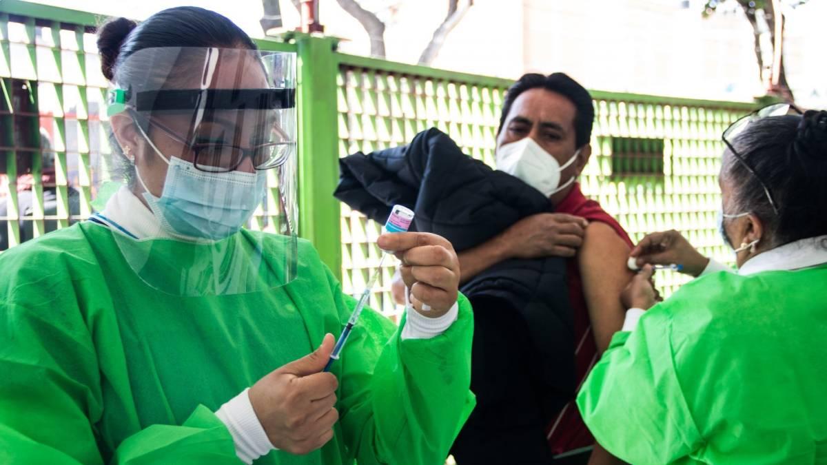 Vacuna COVID-19 desde los 12 años, aun sin comorbilidades, pide Senado a Salud