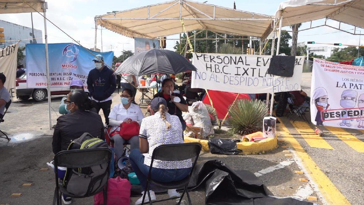 Oaxaca: Continúa bloqueo de médicos en crucero del Aeropuerto