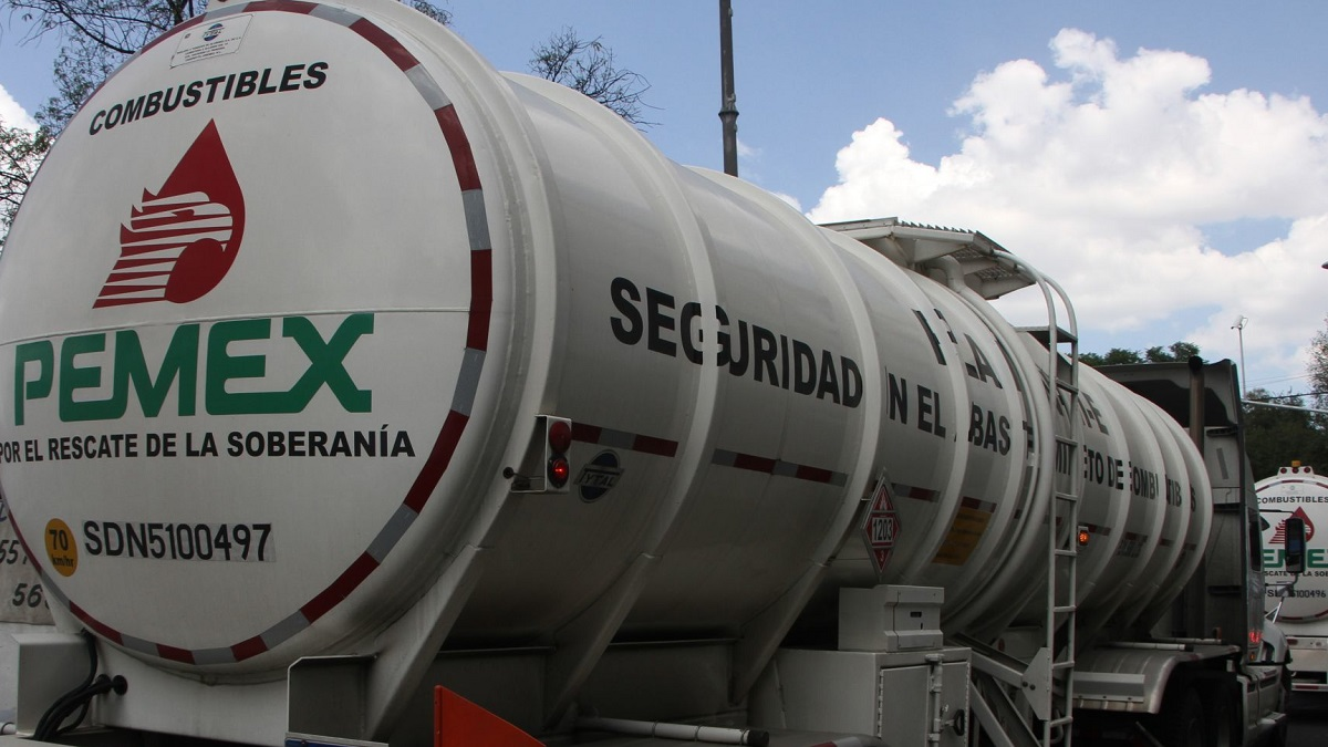 Petroleros emplazan a huelga a Pemex; buscan aumento salarial