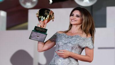 Penélope Cruz gana como mejor actriz en el Festival de Cine de Venecia