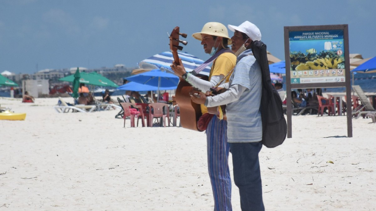 Quintana Roo regresa a semáforo amarillo tras baja de COVID-19