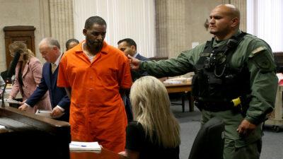R. Kelly es declarado culpable de extorsión y tráfico sexual