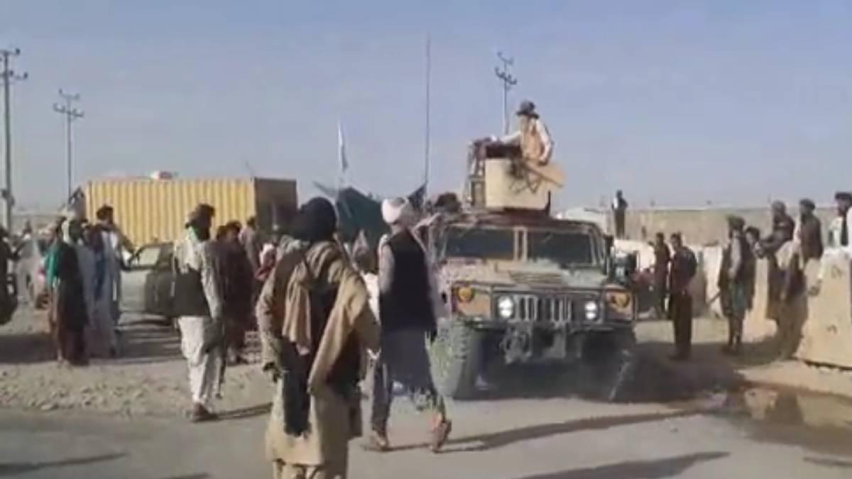 Talibanes desfile Kandahar
