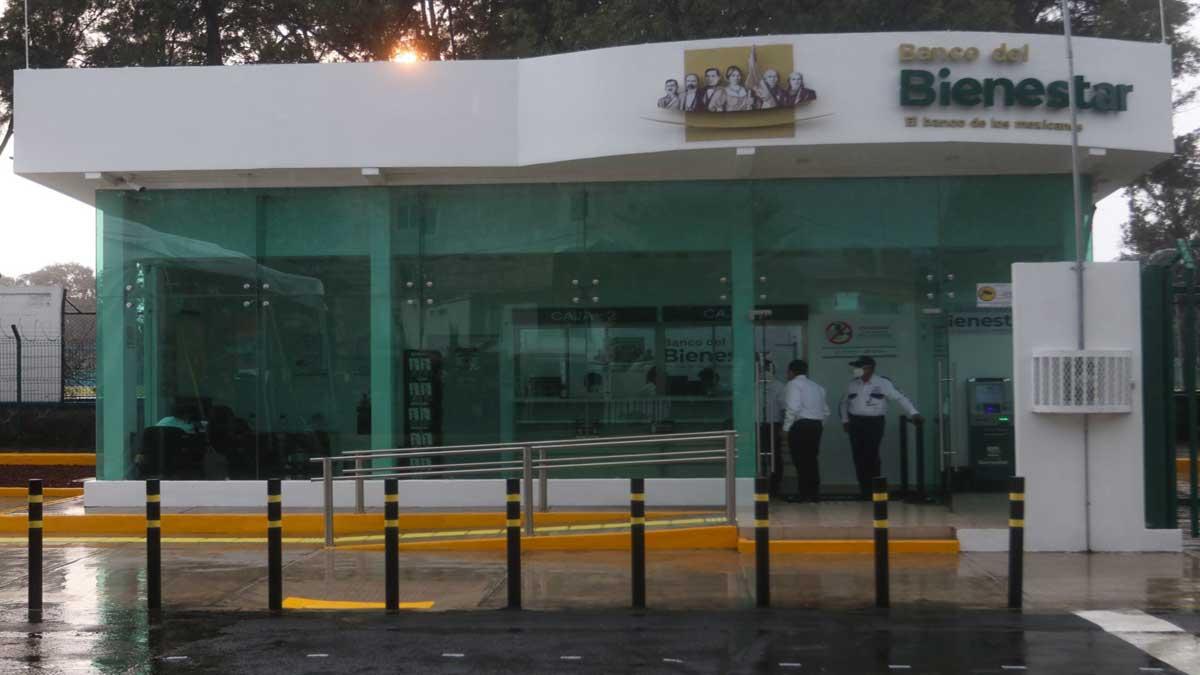 Banco del Bienestar podría recibir remesas sin comisiones: AMLO