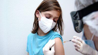 Nuevo León: vacunarán contra el COVID a niños y jóvenes de 12 a 18 años de edad