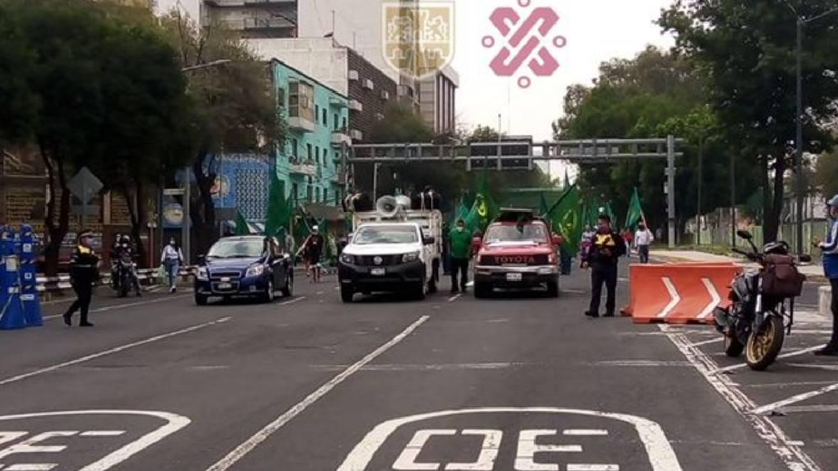 CDMX: Manifestantes bloquean Calzada San Antonio Abad, se dirigen al Zócalo