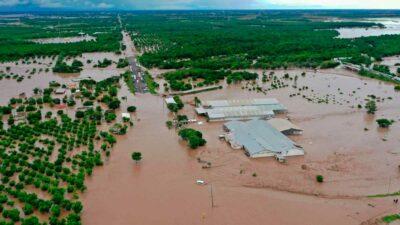 Nayarit: río Acaponeta se desborda e inunda carretera