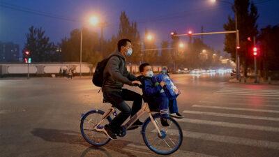China: rebrotes COVID-19 provocan confinamientos