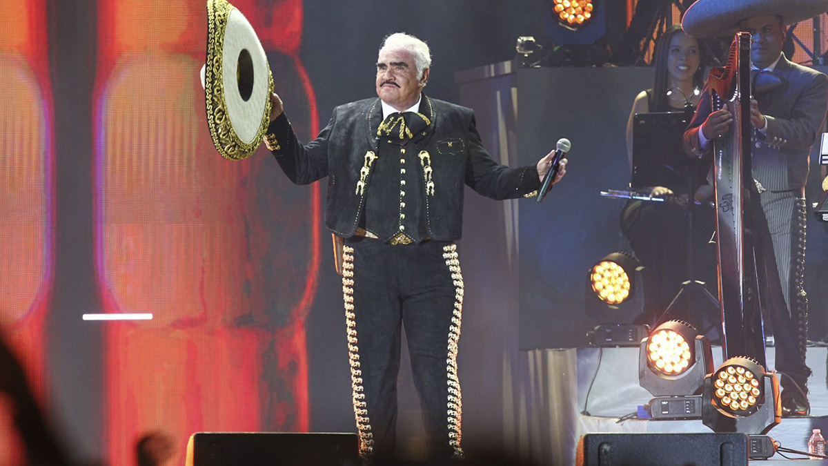 Vicente Fernández sigue grave pero estable; podrían trasladarlo a su rancho, reportan