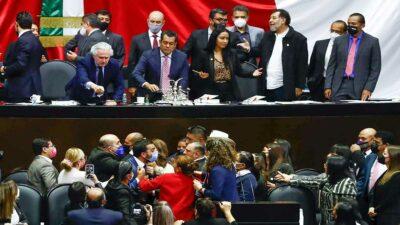Se registran jalones y empujones en plena sesión en la Cámara de Diputados