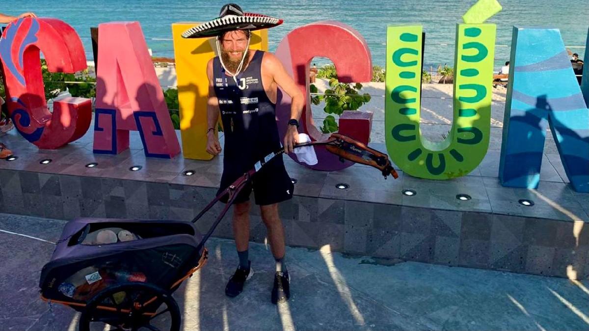 """¡Con porras y aplausos! Cancún recibe al """"Forrest Gump alemán"""""""