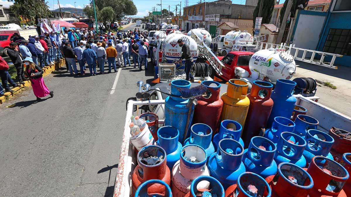 Gaseros en Valle de Toluca realizan protesta por segundo día
