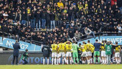 Colapsa tribuna con aficionados en juego de la Eredivisie